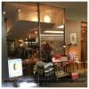 山梨県立中央病院病室と1階のカフェ「カジヤカフェ」