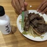 上州牛のステーキをワサビと奇跡の醤で