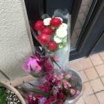 韮崎の農産物直売所「よってけし」のお墓参り用花が安い